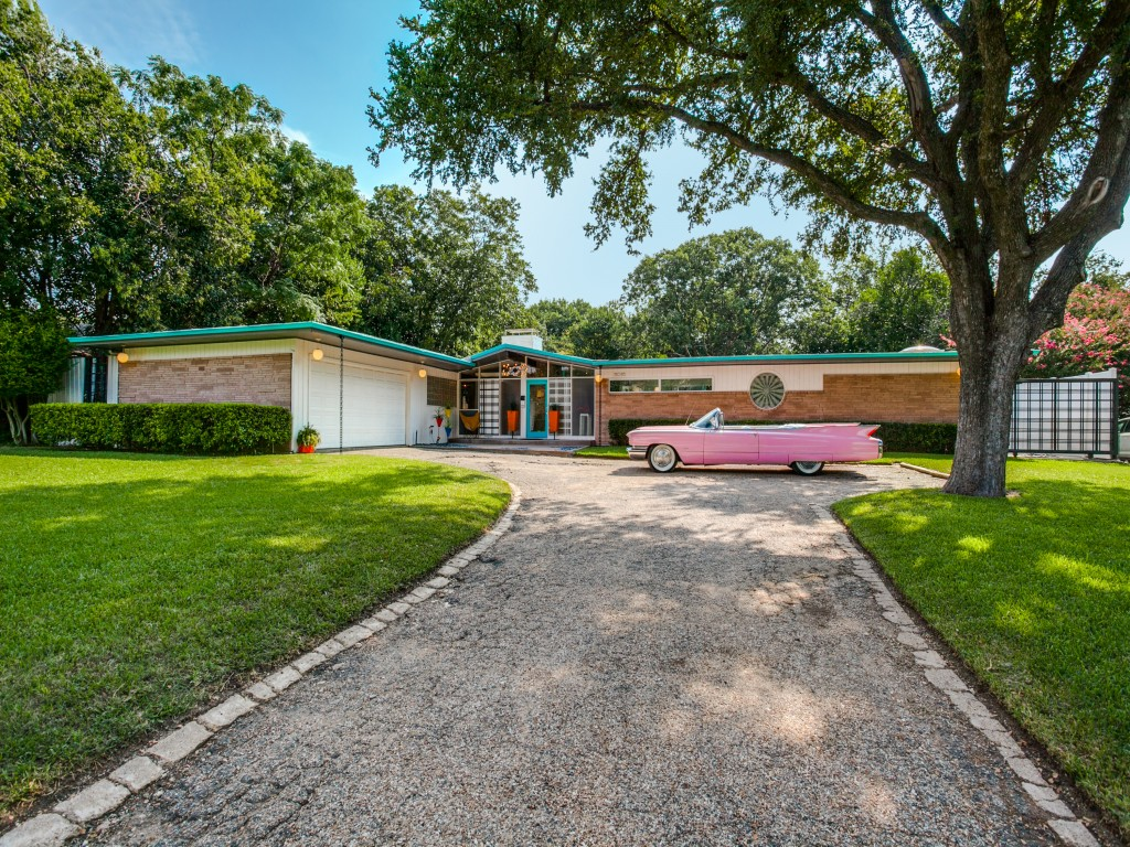 Peek inside a candy colored mid century modern throwback for Mid century modern homes zillow
