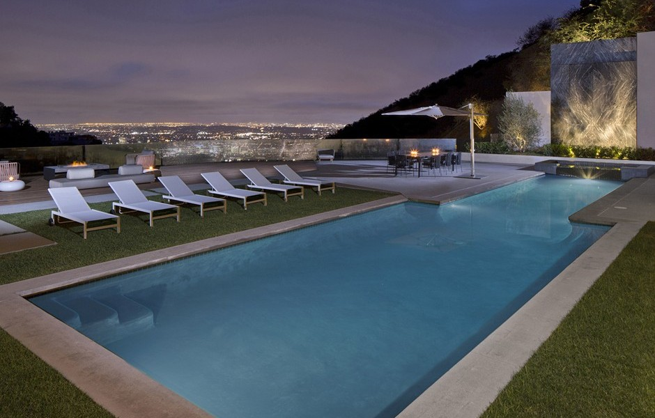10 stunning modern mansions for sale in la zillow porchlight for Los angeles homes for sale with pool