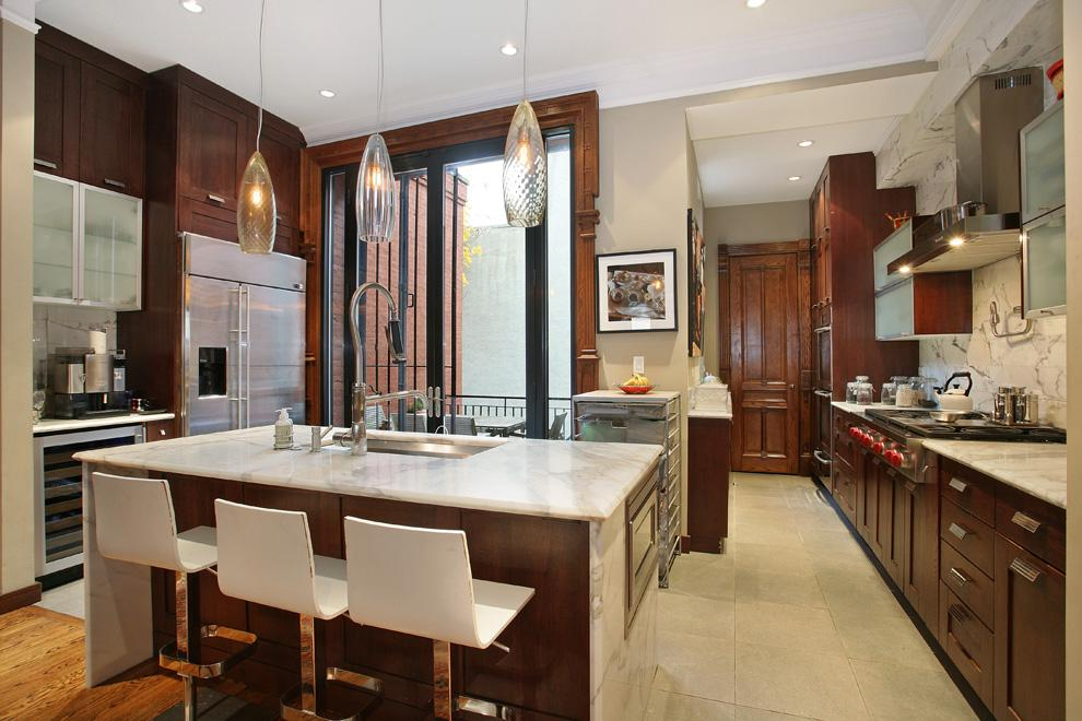 Report neil patrick harris buys harlem brownstone for 3 for Brownstone kitchen ideas