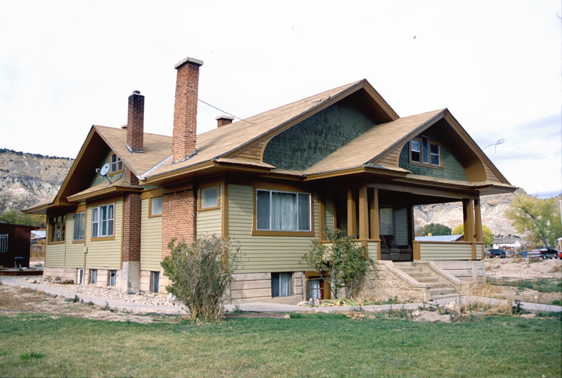 10 well crafted craftsman homes starting at 104 900 for Craftsman home windows
