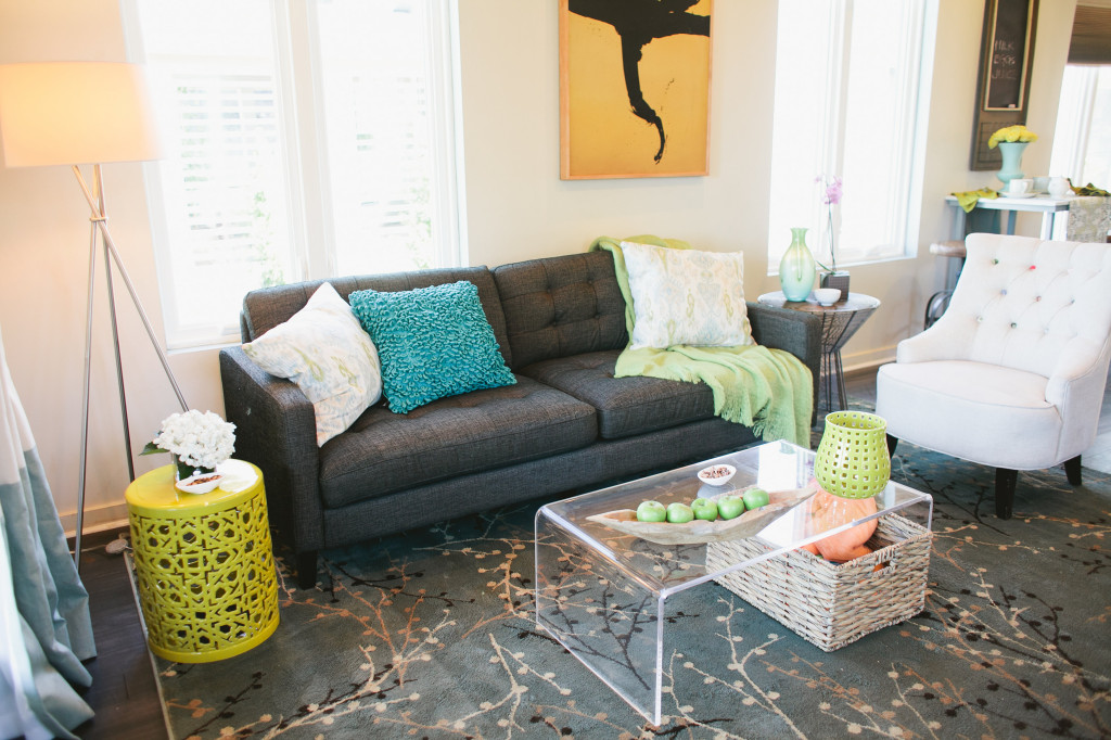 The judges critiqued Dann and Vanessa's colors in the living room.