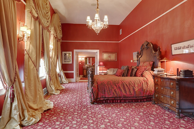 Beyonce and JayZ's bedroom3