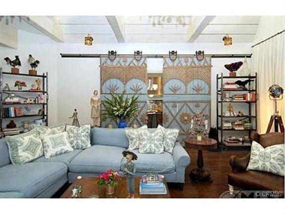 jessica simpson makes room for baby in osbourne mansion zillow blog. Black Bedroom Furniture Sets. Home Design Ideas