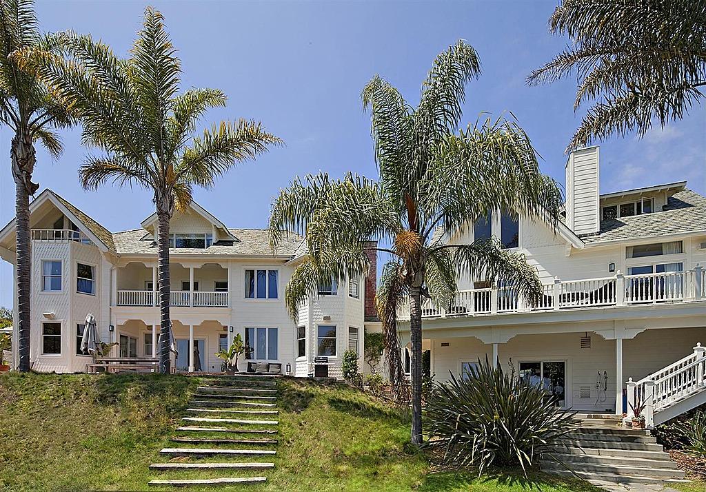 Chris Hemsworth Buys Crocodile Dundee S Malibu Home