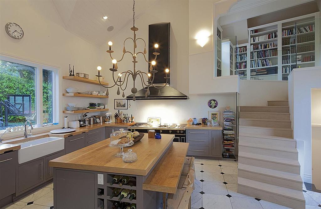 chris hemsworth buys crocodile dundee 39 s malibu home zillow porchlight. Black Bedroom Furniture Sets. Home Design Ideas