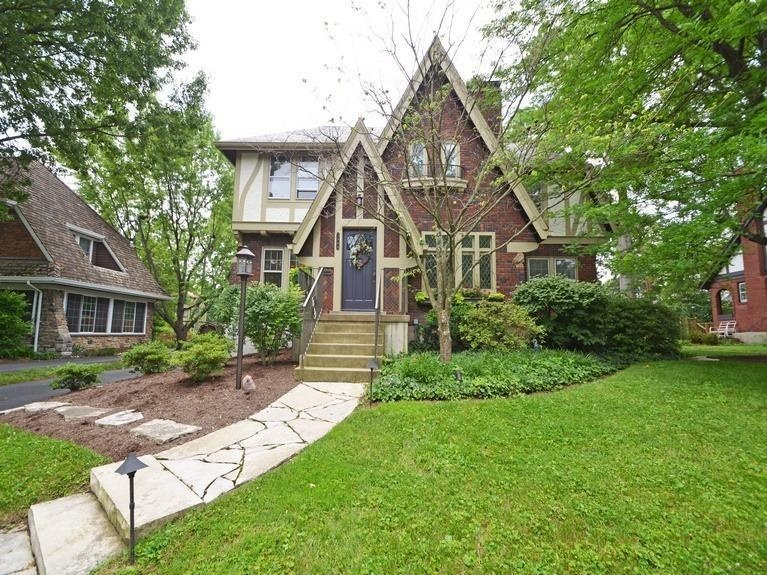 Homes On The Market For 300 000 Zillow Porchlight