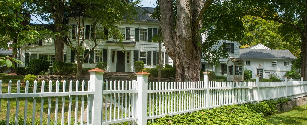 House of the week modern touches in a true colonial for Colonial fence designs
