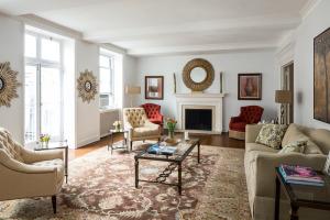 Debra Messing's living room