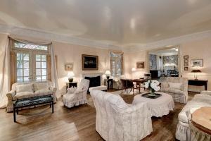 Donald Rumsfeld's living room
