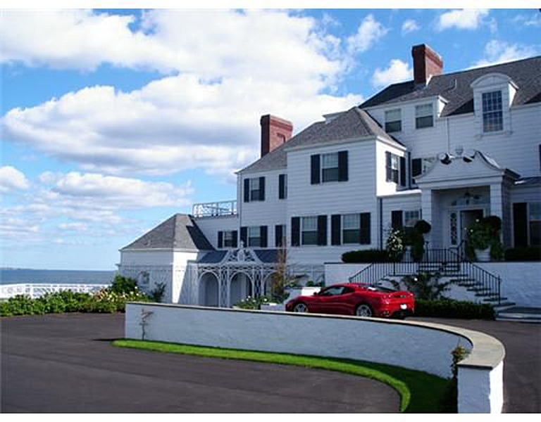 report taylor swift buys oceanfront manse in rhode island. Black Bedroom Furniture Sets. Home Design Ideas