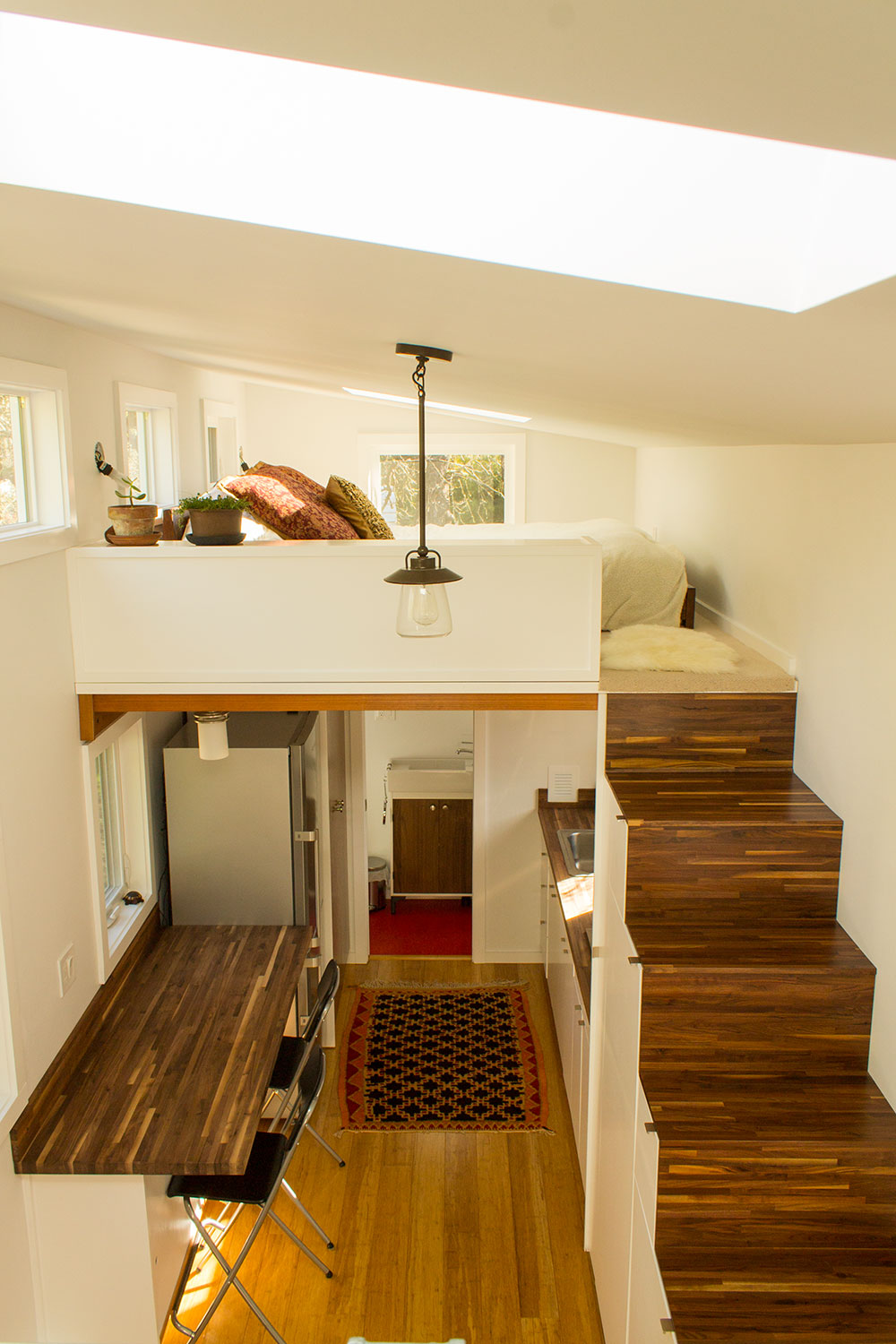Hikari-Box-Tiny-House-Interior-from-Loft
