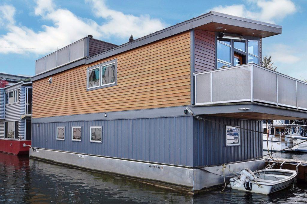 Houseboat16