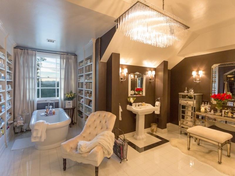 jennifer lopez lists estate in kardashian neighborhood. Black Bedroom Furniture Sets. Home Design Ideas