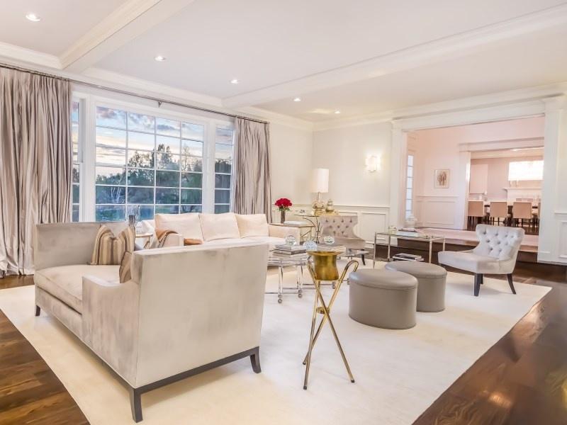 Jennifer Lopez's living room3