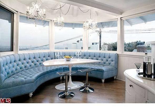 # Registro de residencia Kelly-Osbourne-banquette-79ebc3-589x417