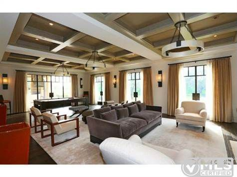 Report kourtney kardashian buys home near justin bieber for Khloe k living room