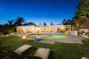 Kris Humphries' pool2