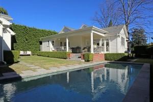 Lena Dunham's pool