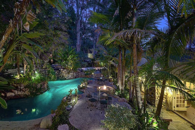 10 tropical homes to cure your rio fomo zillow porchlight for Los angeles homes for sale by owner