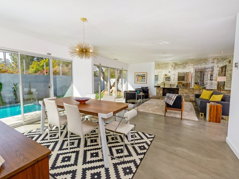 10 mid century modern listings just in time for 39 mad men for Mid century modern la