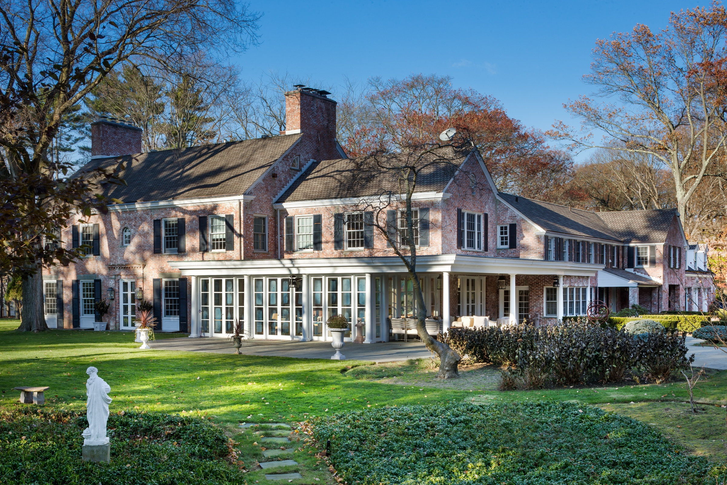 Update marc anthony drops price on long island estate by for Long island estates for sale