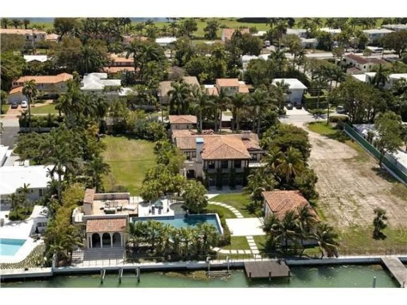 Update Matt Damon Finds Buyer For His Miami Home Zillow