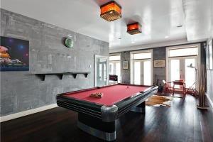 New York pool table