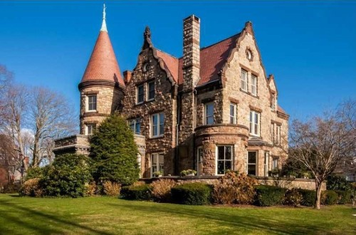 Live like royalty in these castle homes zillow porchlight for Castle homes
