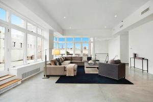 Rihanna's ny apartment