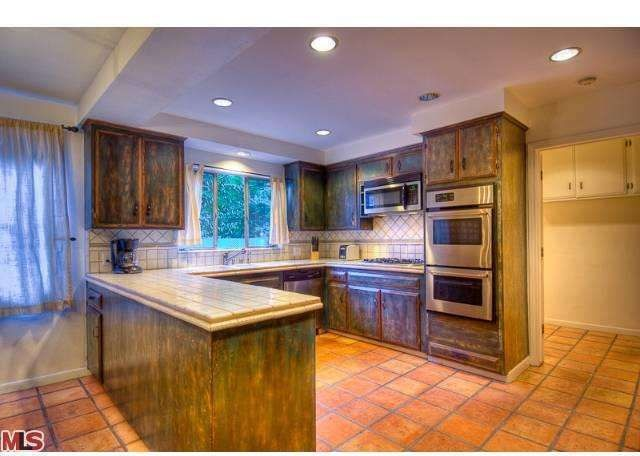 Salma hayek lists hollywood hills home for rent zillow for 2 kitchen homes for rent