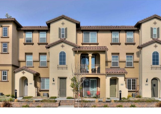 For sale town houses with 3 or more bedrooms zillow porchlight Master bedroom for rent in san jose
