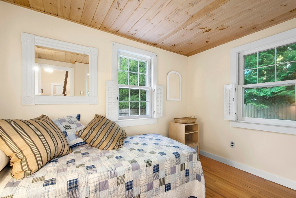 Tiny home bedroom2