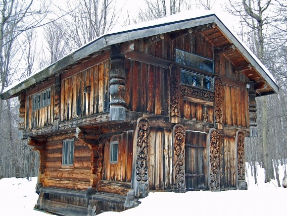 Rustic tiny homes for a wintertime retreat zillow porchlight for Tiny house zillow
