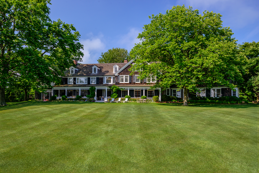 Most expensive hamptons home hits the market for 140 for Zillow most expensive