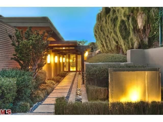 zac efron buys hollywood hills home for million zillow porchlight. Black Bedroom Furniture Sets. Home Design Ideas