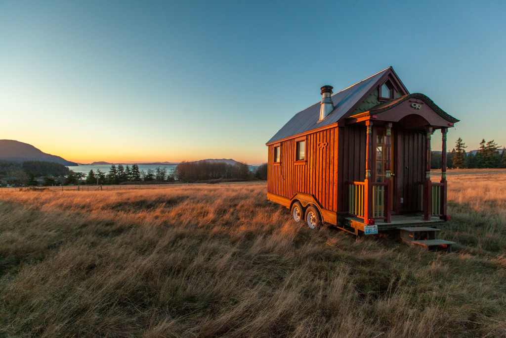 39 tiny house nation 39 host talks about being happy with less for Low country tiny house show