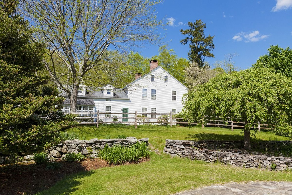Backyard Getaways Herrin Il : Actress Renee Zellweger?s Connecticut country home, on the market