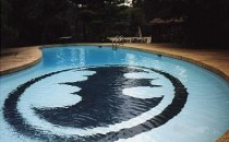batman-pool-574x430-2941c0-e1373576550431.jpg