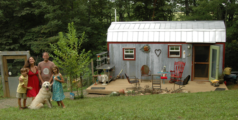 Clutter control tips from tiny home experts build realty for Tiny house blog family