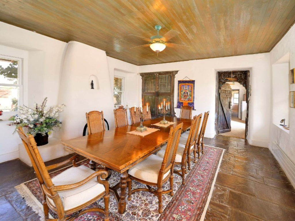 Shirley maclaine selling new age retreat in new mexico for Dining room or there is nothing actress