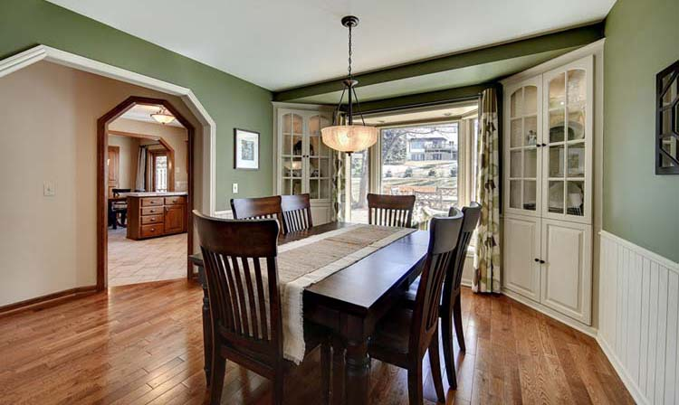 Capture craftsman style in your home zillow porchlight for Interior colors for craftsman style homes