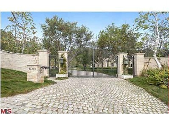 Rumor confirmed dr dre buys tom and gisele 39 s estate Tom brady gisele bundchen brookline house