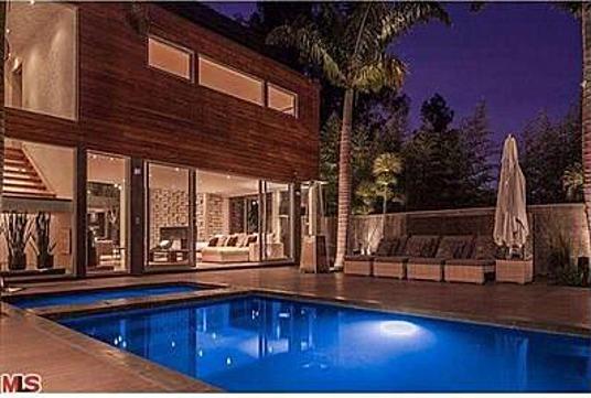 update a rod buys meryl streep 39 s la home zillow porchlight. Black Bedroom Furniture Sets. Home Design Ideas