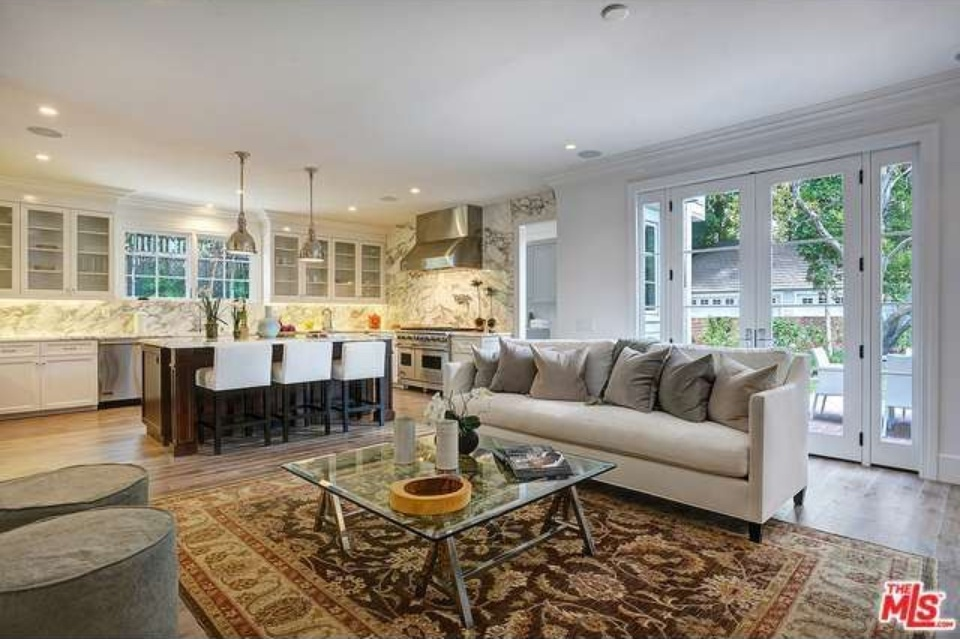 report christopher meloni snags haunted 39 ozzie harriet 39 house zillow porchlight. Black Bedroom Furniture Sets. Home Design Ideas