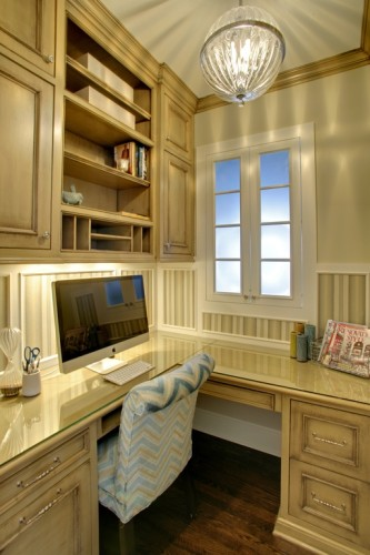 Creating a home office space for all ages zillow porchlight for Kitchen office nook