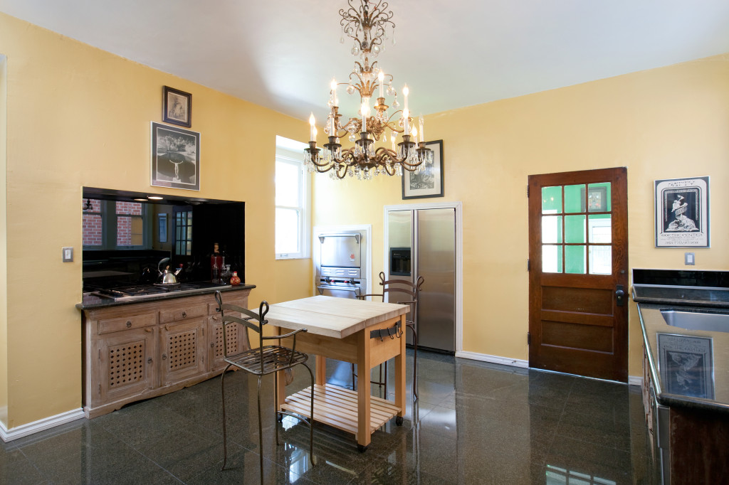House of the week 39 murder house 39 as seen on tv zillow for Kitchen set los angeles