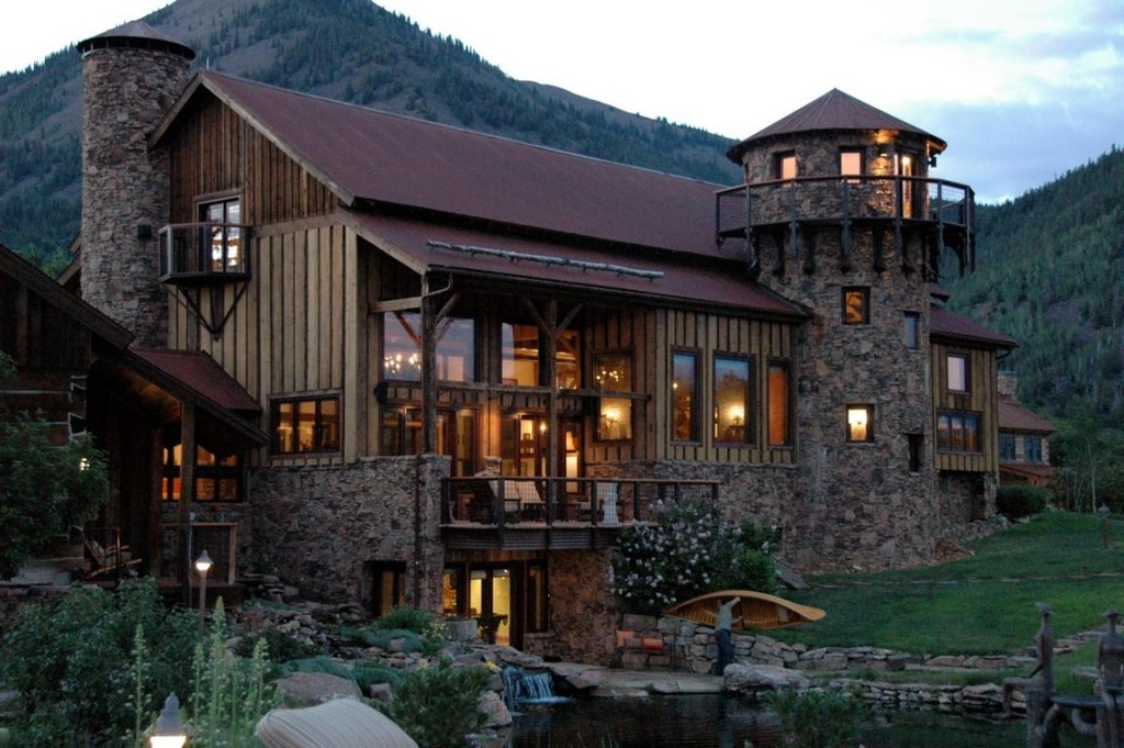 House of the Week: Mountain Retreat With International ...