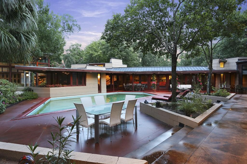 house of the week frank lloyd wright design back from the brink zillow porchlight. Black Bedroom Furniture Sets. Home Design Ideas