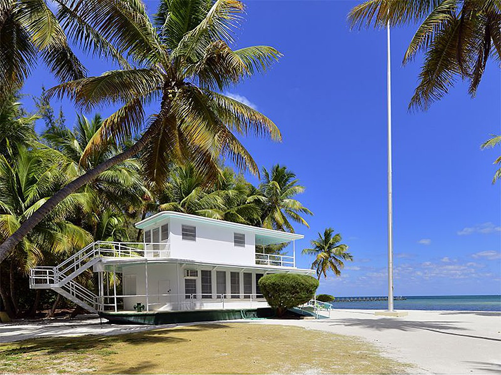 house of the week beached florida keys houseboat zillow porchlight. Black Bedroom Furniture Sets. Home Design Ideas