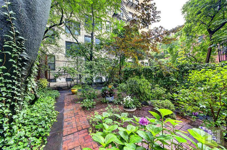 Nyc Apartment Garden Gigi Hadid Lists Luxury New York